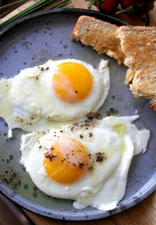 7-recipe_lemon-butter-fried-eggs_600x864