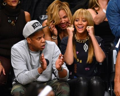 Jay-Z-And-Beyonce-Cheering-01