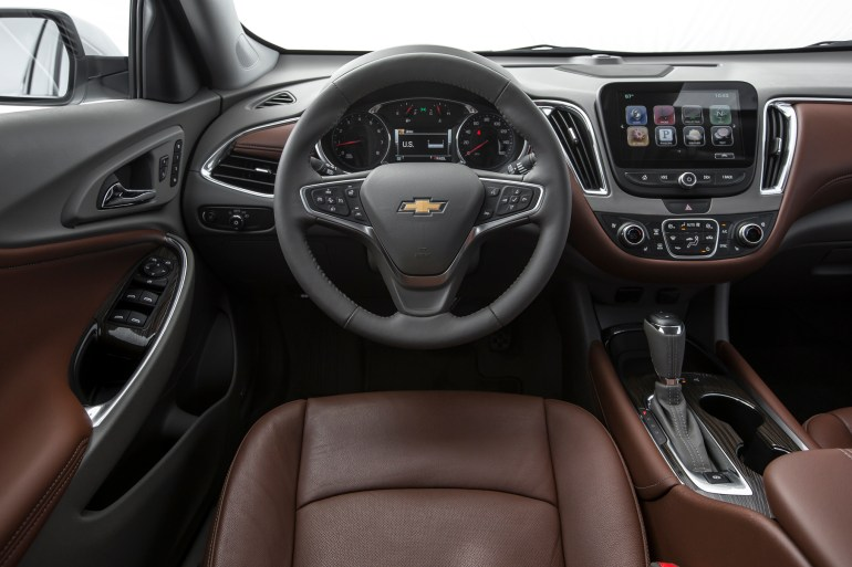 2016-Chevrolet-Malibu-20T-Premier-cockpit