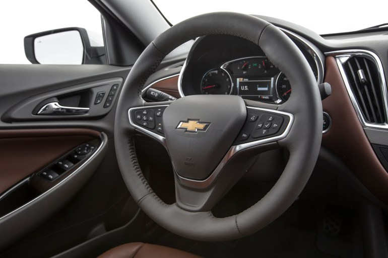 2016-Chevrolet-Malibu-20T-Premier-steering-wheel