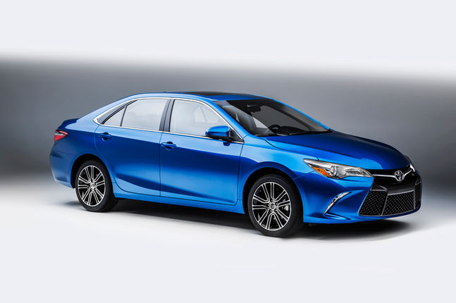 2016-toyota-camry-special-edition-front-three-quarters
