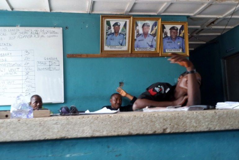 man finds suspected robbers robbers are police as he went to report