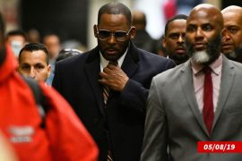R.-Kelly-M-with-his-legal-team-1024x787
