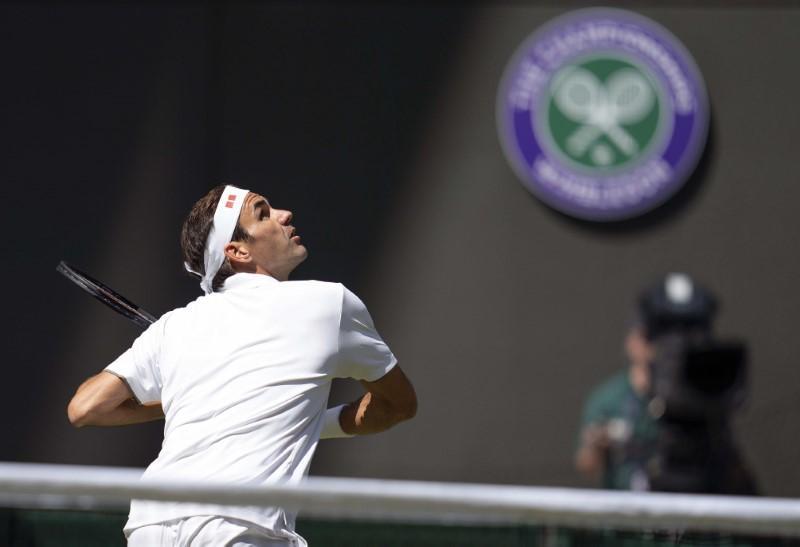 Roger-Federer-in-action