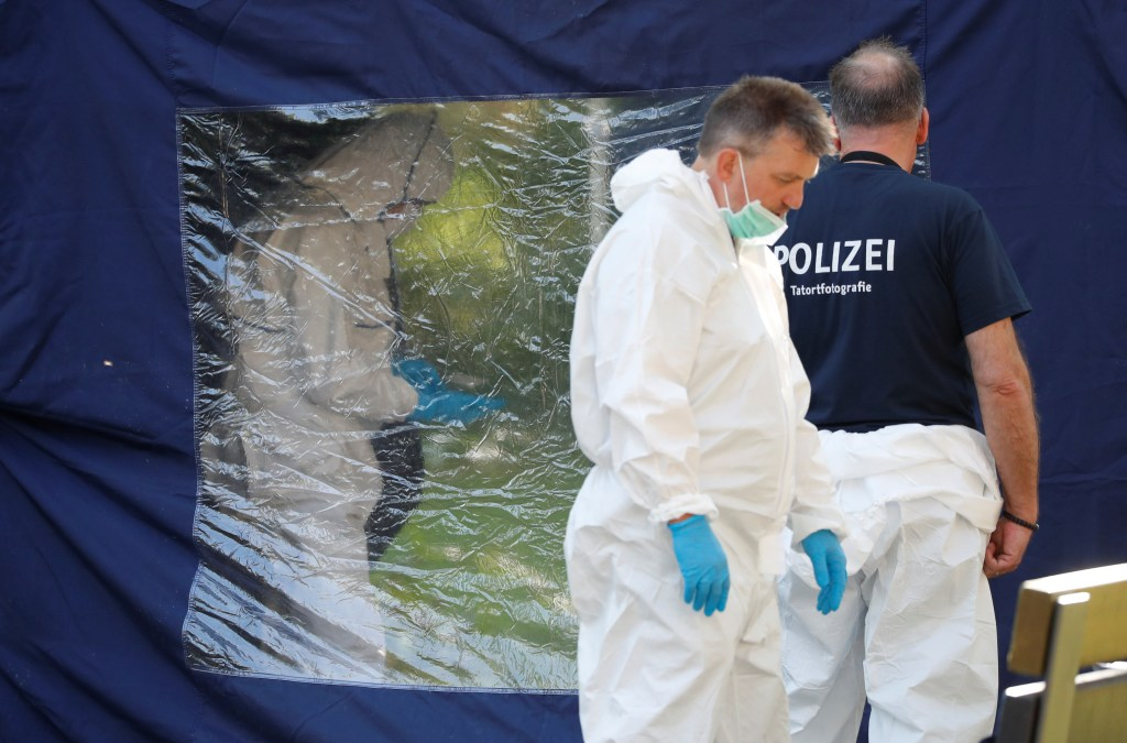 Police officers investigate a crime scene in Berlin, Germany, August 23, 2019, after a cyclist shot at a man in the Moabit district.    REUTERS/Fabrizio Bensch - RC13C123CB00