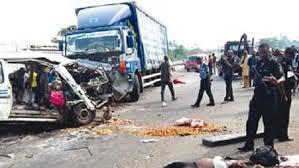3 dead 3 injured in lagos-ibadan expressway