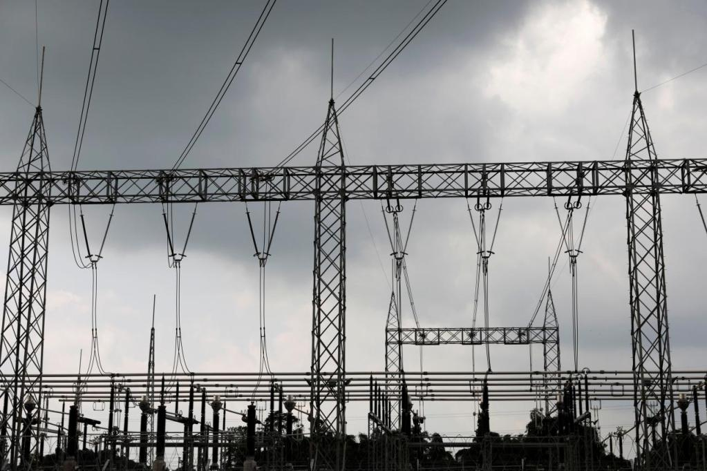 High-tension electrical power lines are seen at the Azura-Edo Independent Power Plant (IPP) on the outskirt of Benin City in Edo state, Nigeria June 13, 2018. Picture taken June 13, 2018. REUTERS/Akintunde Akinleye