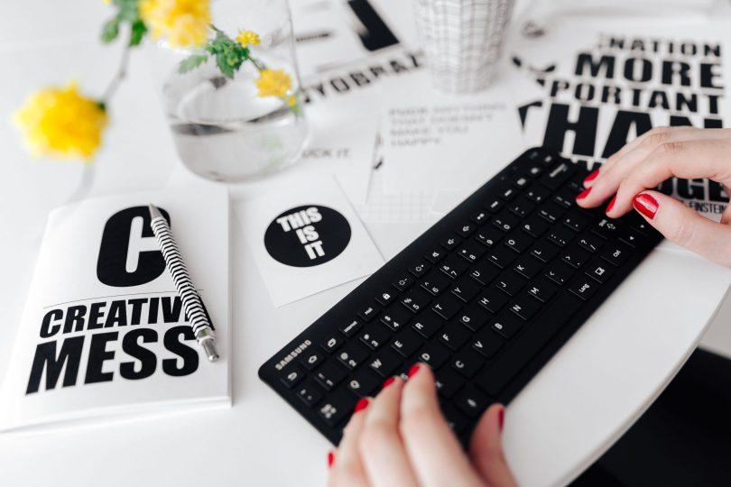 Czasami warto zastanowić się, po co nam tak naprawdę blog i czy naprawdę jest na ten moment niezbędny. Poznaj pytania, które warto sobie zadać przed założeniem bloga dla biznesu.