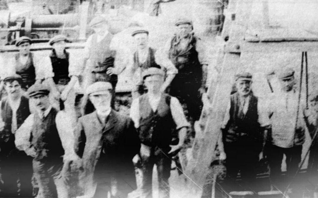 Group of workers building Fosdyke Bridge 1910