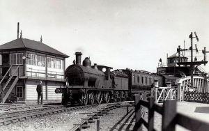 AOS P 2761  lynn to peterborough train crossing the bridge, sutton bridge
