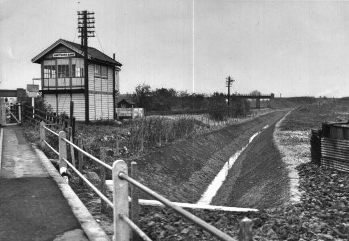 Hawthorn Bank railway crossing and signal box -1962