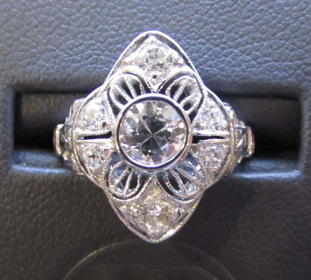 Stunning 18k White Gold and Diamond Ring!