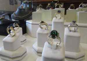 Herkner Estate jewelry case b