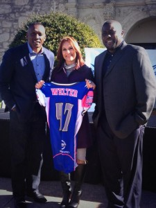 Tim Brown stands with new signee, Jennifer Welter, and Texas Revolution Head Coach, Chris Williams (Via)