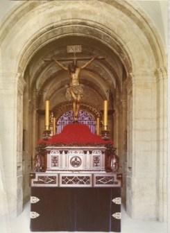 Santísimo Cristo de la Buena Muerte en el vestíbulo universitario. Década de 1970 del S. XX.