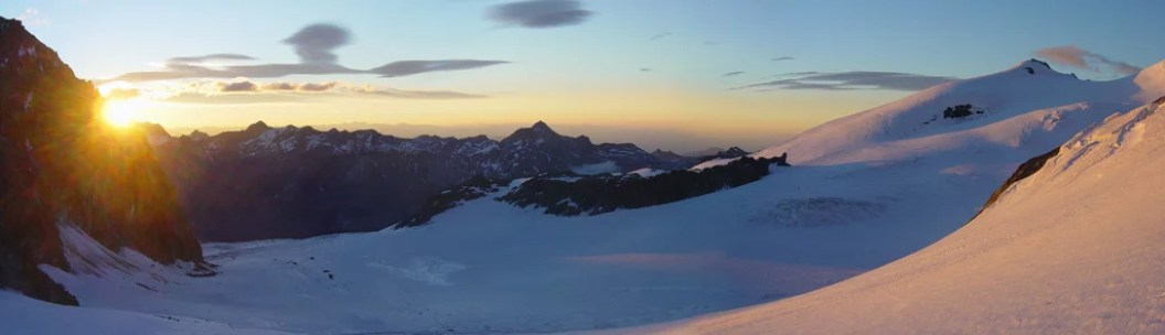 Glacier_towards_Rimpfishhorn_seen_at_sunset_44