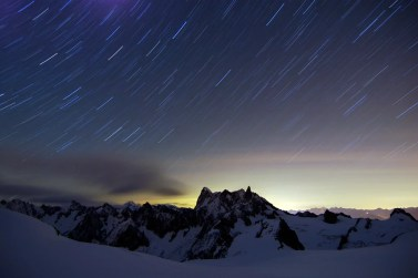 Night_and_startrails_with_view_on_Grandes_Jorasses_10