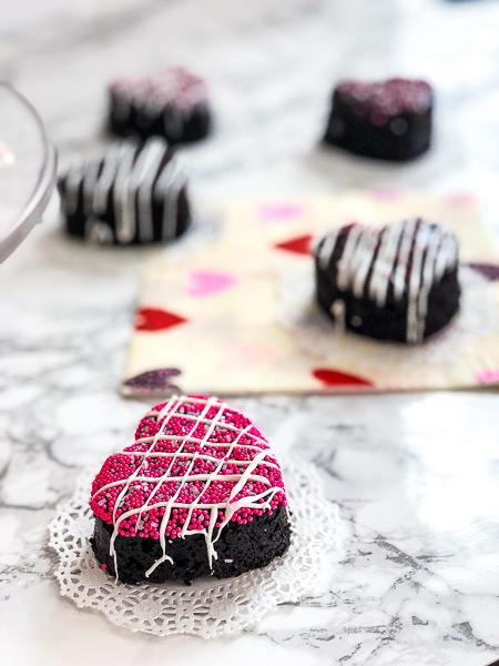 Mocha Lotta Love Cakes pink Sprinkles