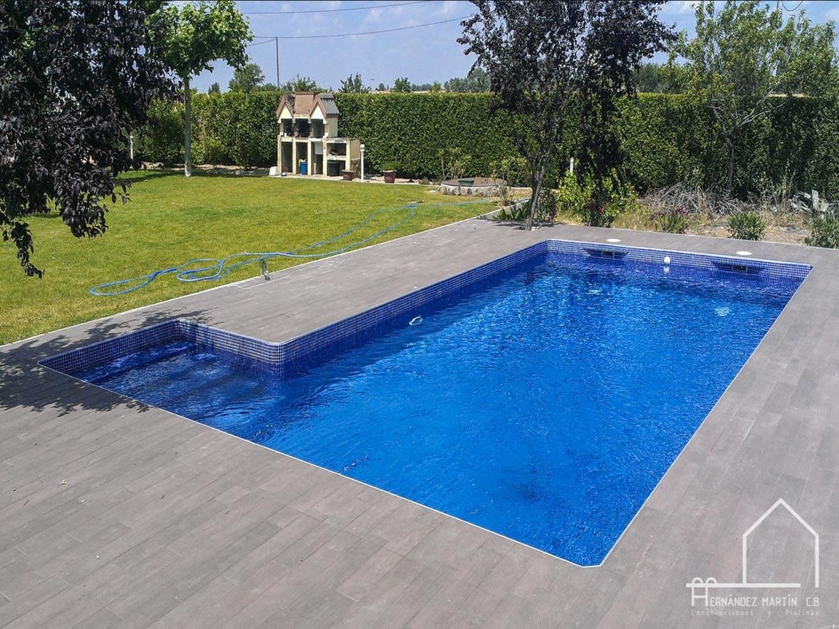 hernandezmartincb-experiencia-construccion-piscinas-moderna escalera exterior-zamora-1