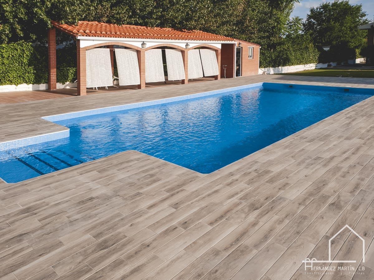 hernandezmartincb-experiencia-construccion-piscinas-moderna escalera exterior-zamora-15