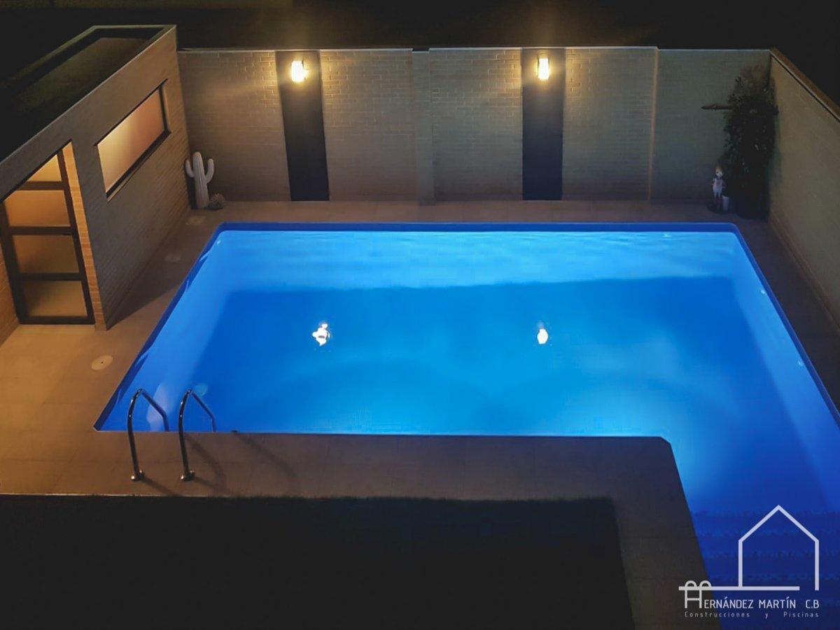 hernandezmartincb-experiencia-construccion-piscinas-moderna escalera exterior-zamora-8