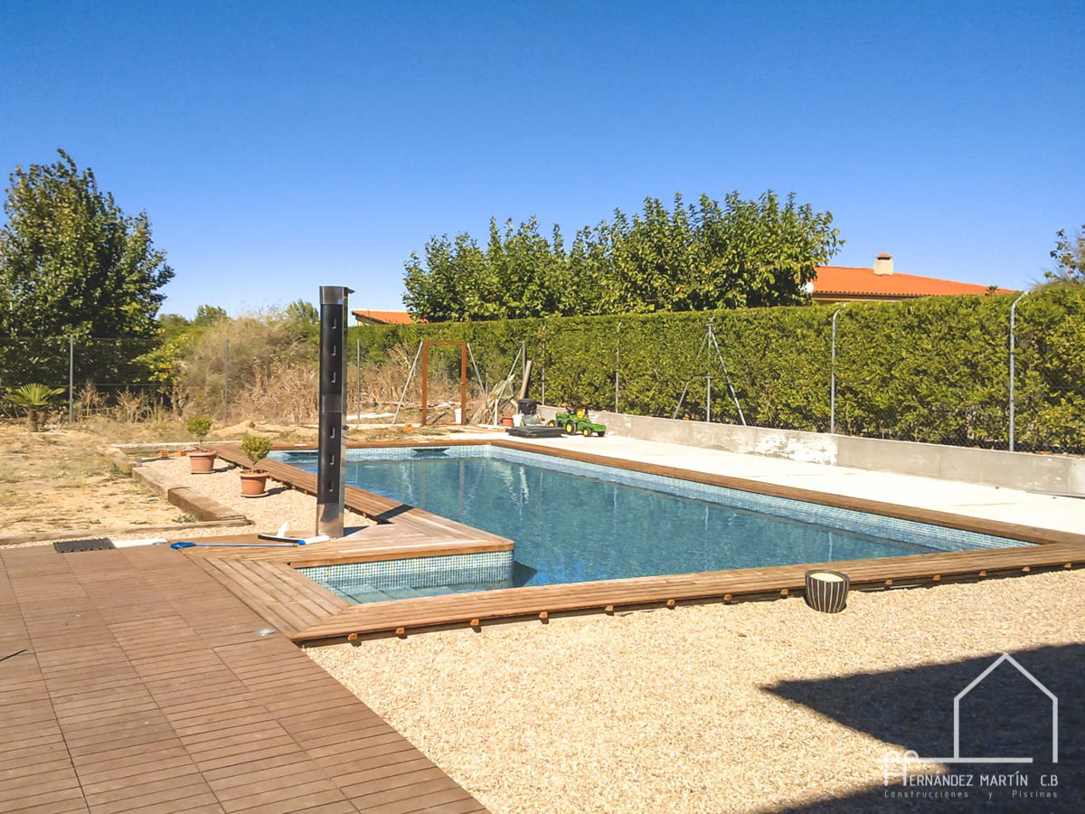hernandezmartincb-experiencia-construccion-piscinas-moderna escalera exterior-zamora-9