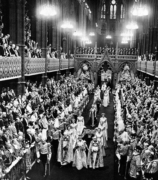 Couronnement d'Elisabeth II à Westminster le 2 juin 1952 (DR)