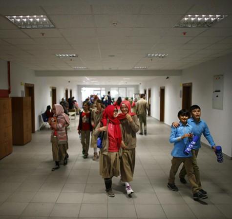 Un lycée religieux à Ankara en 2014, AFP, DR. l'agrandissement montre des étudiantes d'une école religieuse attendent la venue du président Erdogan, le 26 mai 2017, à Istanbul, Murad Sezer, AFP, DR.