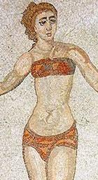 Jeune femme portant une bande de tissu sur les seins, IIIe s., mosaïque de la villa du Cesale à Piazza Armerina, Sicile