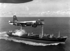 Un avion américain oblige un cargo soviétique à se détourner de Cuba en octobre 1962