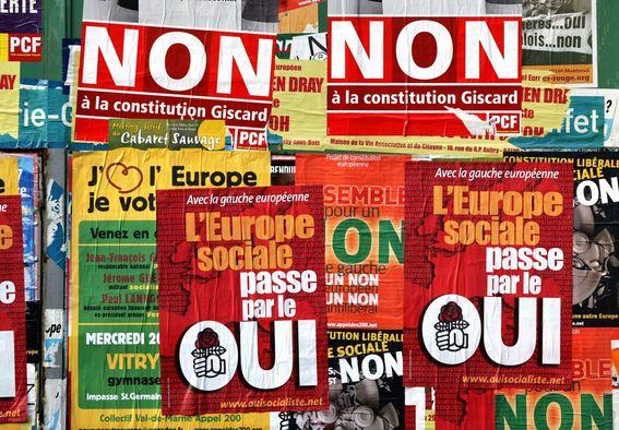 Affiches électorales sur un mur de Fontenay-aux-Roses (mai 2005), DR