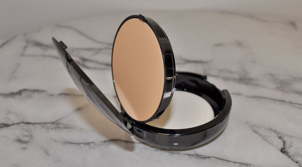 Scout_pressed_powder_foundation_2