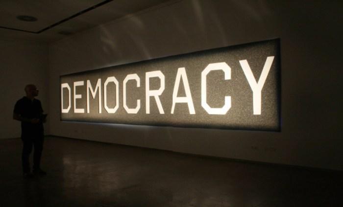 DEMOCRACY, 2014 Material absorbente del sonido 200x100 / ©Avelino Sala