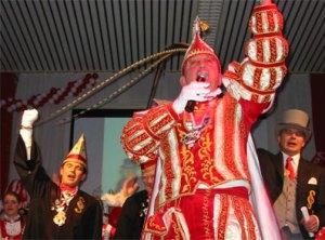 Karnevalsprinz von Erpel in traditionellem Kostüm