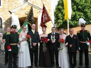Das Königspaar vor der Paffkirche St. Severinus nach dem Festhochamt