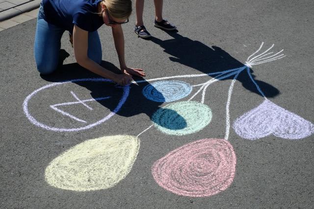 malen-mit-straßenkreide-kreativ-mit-kindern
