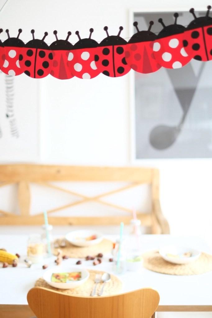 kindergeburtstag-girlande-deko-herrundfraukrauss