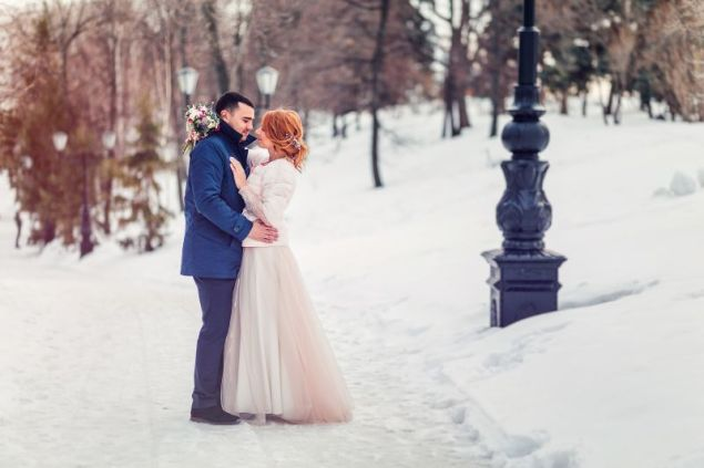 6 Christmas wedding photography tips and ideas you'll love