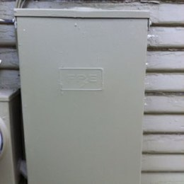 picture of an old federal pacific panel before it was upgraded by HE Solar LLC