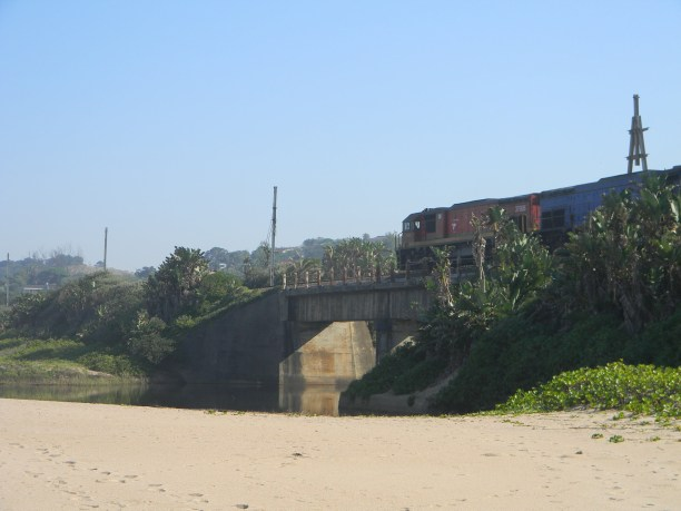 Train crossing the Mvusi river