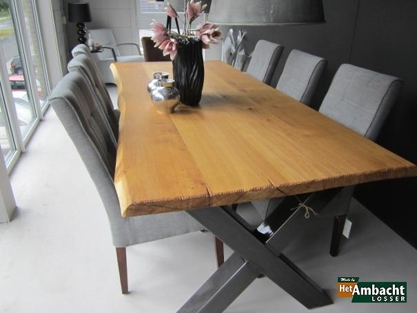 Eiken boomstamtafels uit eigen meubelmakerij Gemaakt van