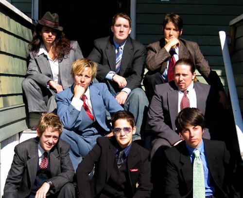 heteroclite All The Kings Men, une troupe de drag kings de Boston, aux États-Unis