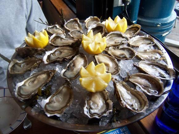 aperos-huitres-crevettes-bulots-tous-les-mardis-19h-1h-la-chapelle-cafe-lyon-bar-friendly