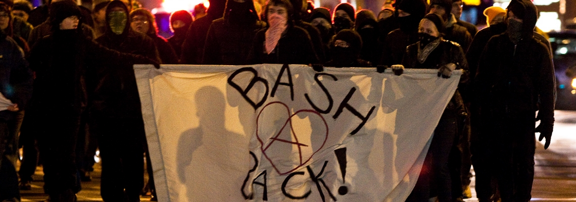 Manifestation de Bash Back a Minneapolis contre la guerre en afghanistan en decembre 2009 credit Tony Webster