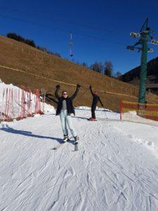 iris en bram op ski's in gerlos