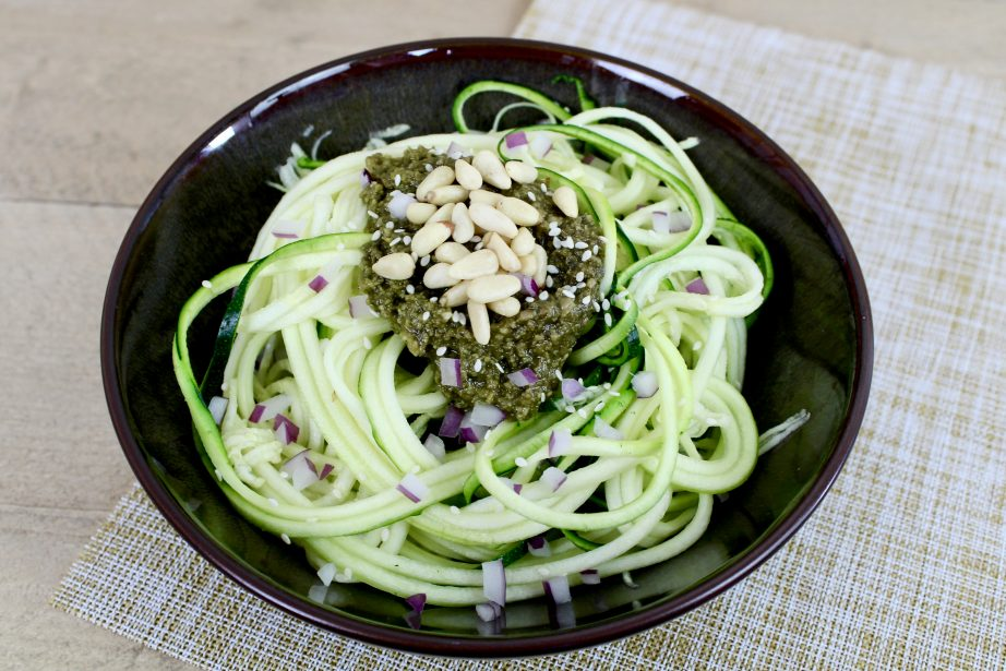 Recept | Raw courgette pesto salade