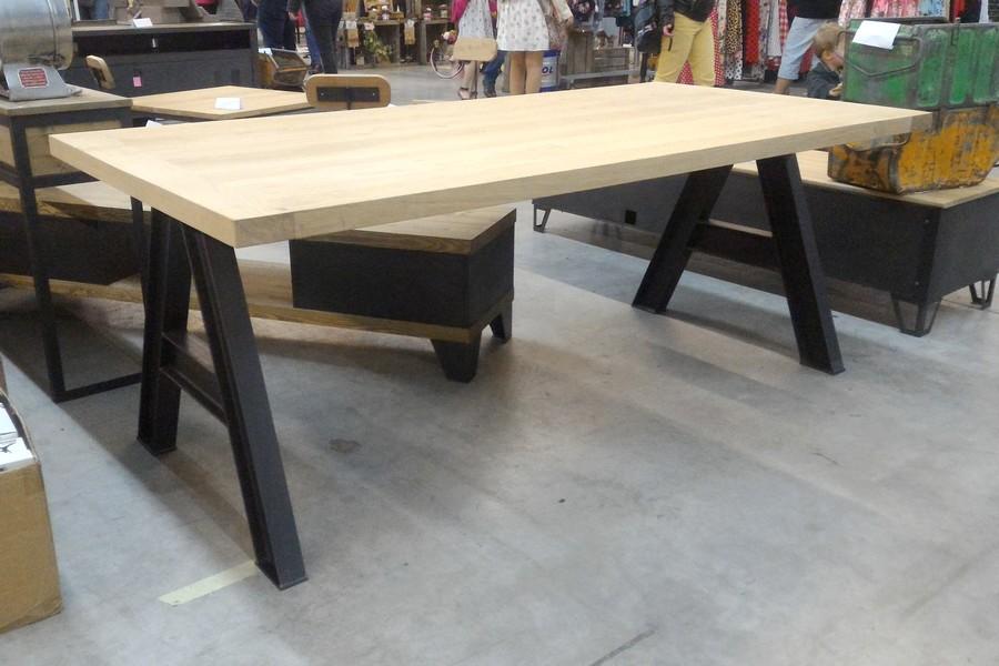 table de repas style industriel en chene et pieds en ipn