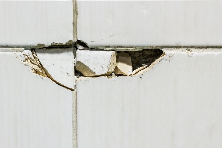 how to repair or replace cracked tiles