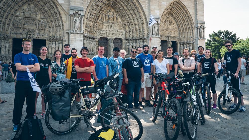Le départ du Tour à Monde à vélo de Notre Dame de Paris