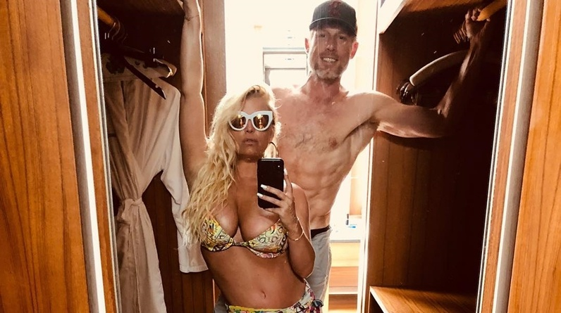 Jessica simpson has posed pregnant and naked